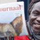 Mohamed de Straatjournaal verkoper showt het nieuw jack dat de verkopers nu dragen.